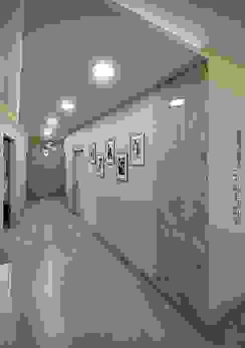 Moderne gangen, hallen & trappenhuizen van hq-design Modern