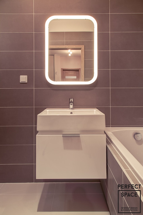 Minimalist style bathroom by Perfect Space Minimalist