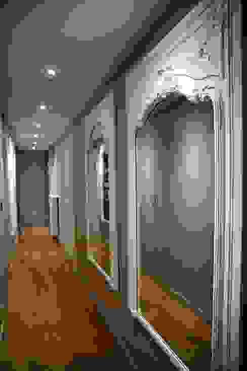 Contemporain et Haussmannien Couloir, entrée, escaliers modernes par Agence Laurent Cayron Moderne