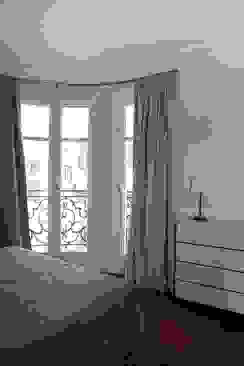 Contemporain et Haussmannien Chambre moderne par Agence Laurent Cayron Moderne