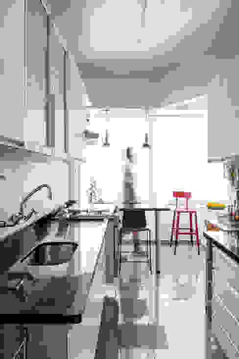 Moderne Küchen von Alvorada Arquitetos Modern