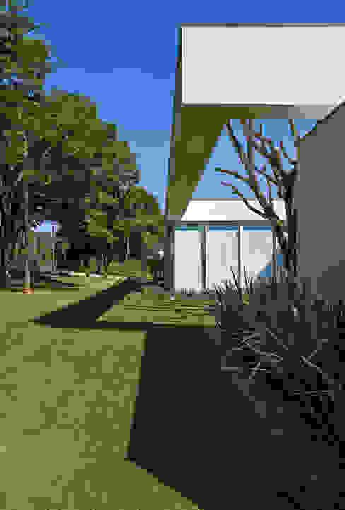 Amendoeiras Alta Rumah Modern Oleh Lanza Arquitetos Modern