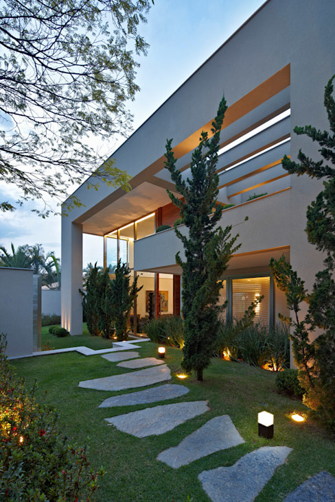 Paulo Henrique Modern houses by Lanza Arquitetos Modern