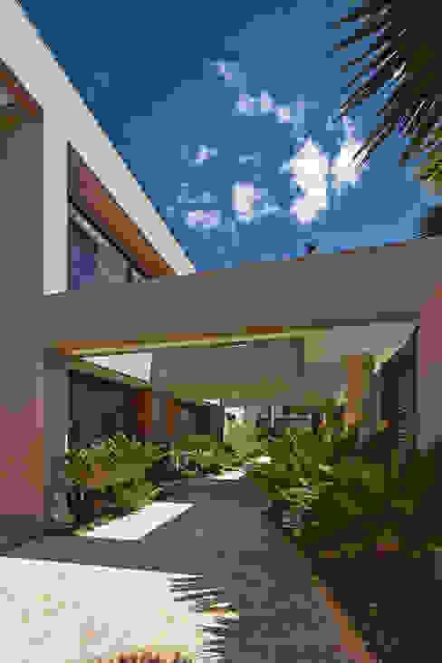 Jardines de estilo  por Lanza Arquitetos, Moderno