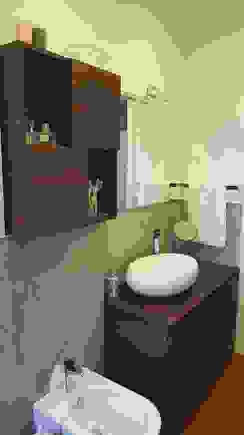 Casas de banho modernas por studio di architettura cinzia besana Moderno