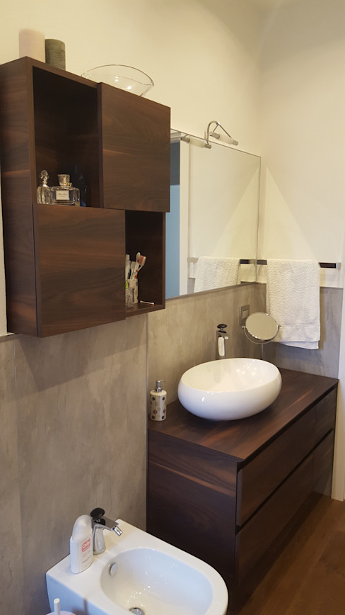 Bathroom by studio di architettura cinzia besana