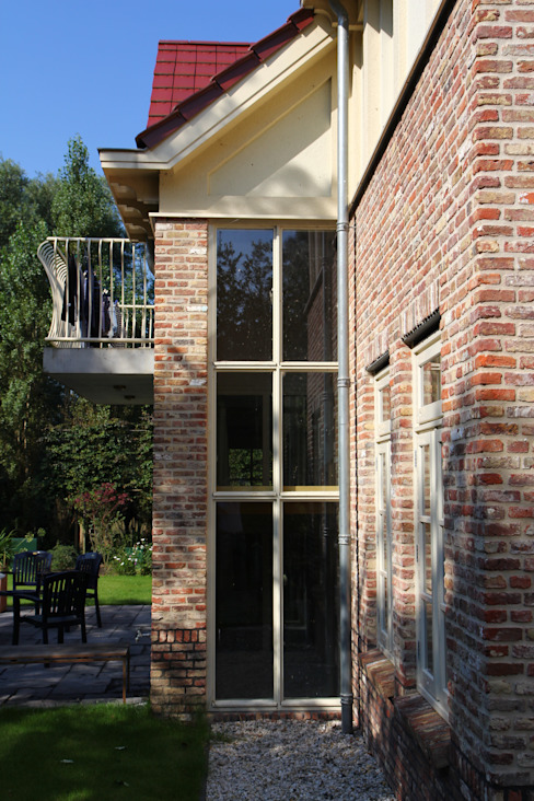 Kozijn in sprong Landelijke ramen & deuren van OX architecten Landelijk