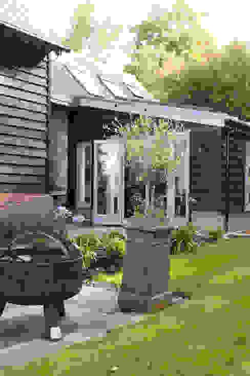 Toops Barn Jardines de estilo moderno de Hampshire Design Consultancy Ltd. Moderno