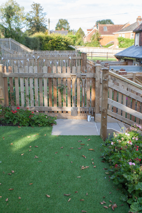 White Horse Pub Country style garden by Hampshire Design Consultancy Ltd. Country