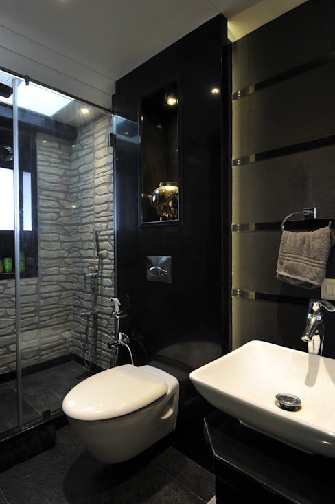 homify Modern bathroom Granite Black