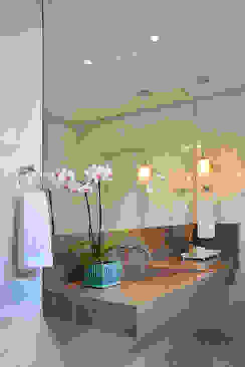 Modern bathroom by CARDOSO CHOUZA ARQUITETOS Modern