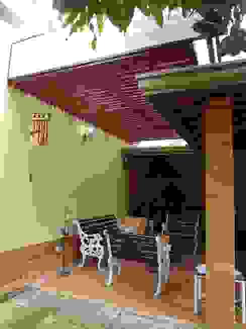 Cubierta para una terraza en privada John Robles Arquitectos Balcones y terrazas de estilo rústico