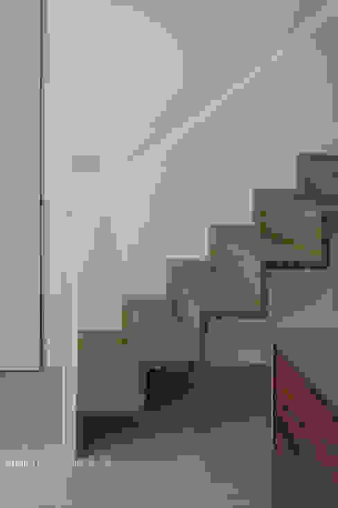 Коридор и прихожая в . Автор – atelier137 ARCHITECTURAL DESIGN OFFICE,