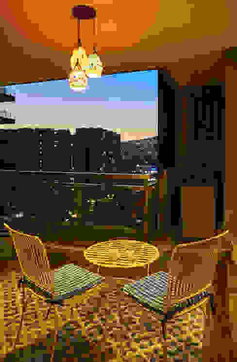 deck area Modern balcony, veranda & terrace by iSTUDIO Architecture Modern