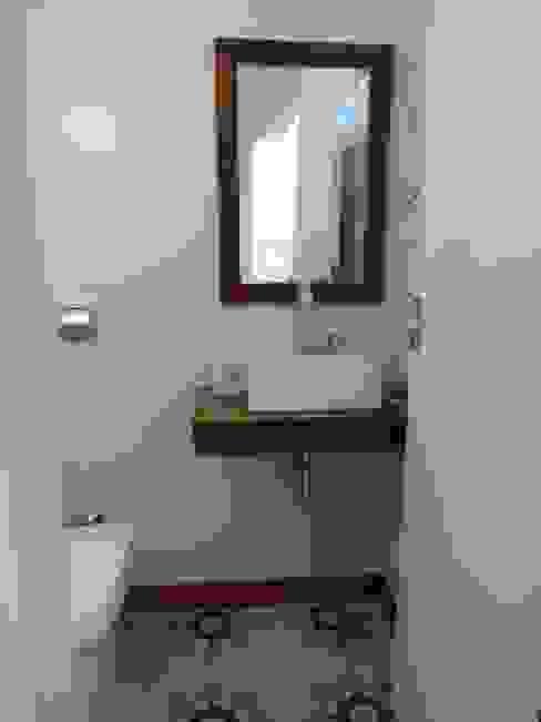 Modern Bathroom by Lozí - Projeto e Obra Modern