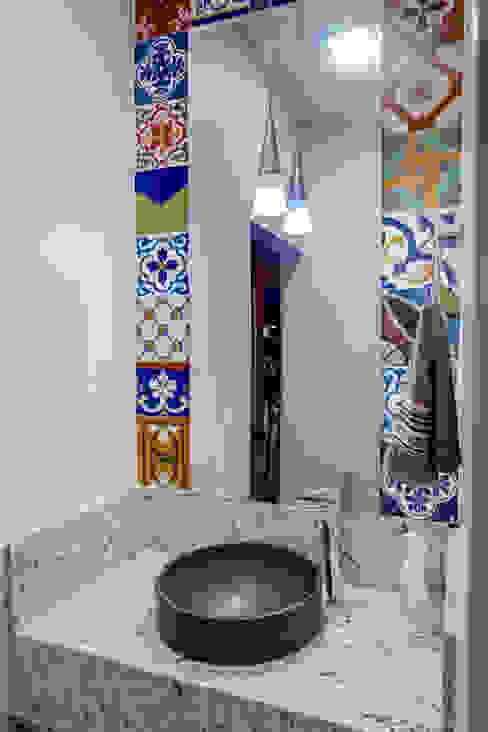 Baños de estilo moderno de Daniele Galante Arquitetura Moderno
