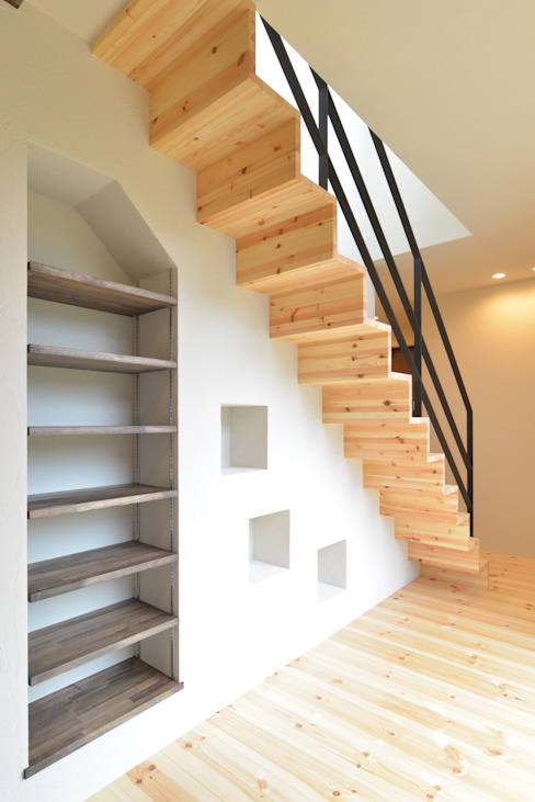 Modern Corridor, Hallway and Staircase by OARK一級建築士事務所 Modern Solid Wood Multicolored