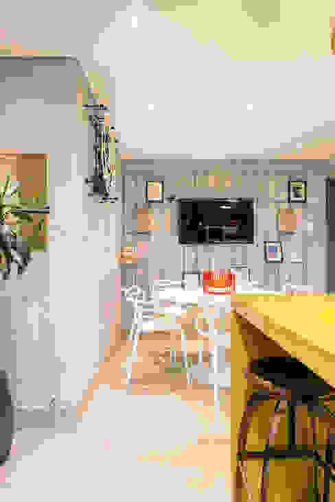 Espaço para receber Amigos Cozinhas ecléticas por Motirõ Arquitetos Eclético Granito