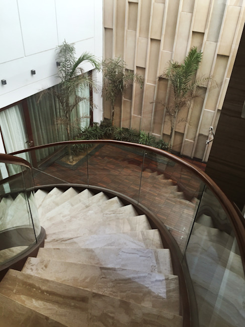 courtyard and staircase Modern corridor, hallway & stairs by 23DC Architects Modern