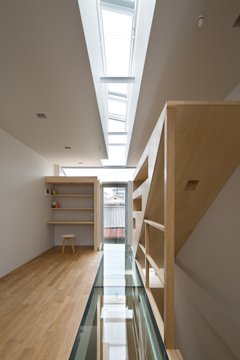 Corridor & hallway by 藤原・室 建築設計事務所, Modern
