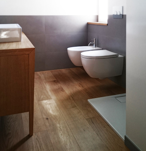 bagno padronale M2Bstudio Bagno minimalista Ceramica Grigio