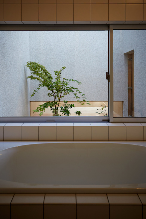 Modern bathroom by toki Architect design office Modern Ceramic