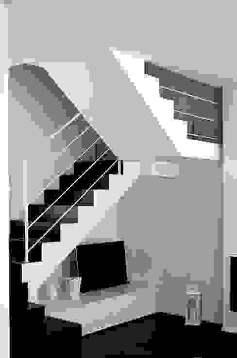 Salas / recibidores de estilo  por Studio di Architettura Ortu Pillola e Associati,