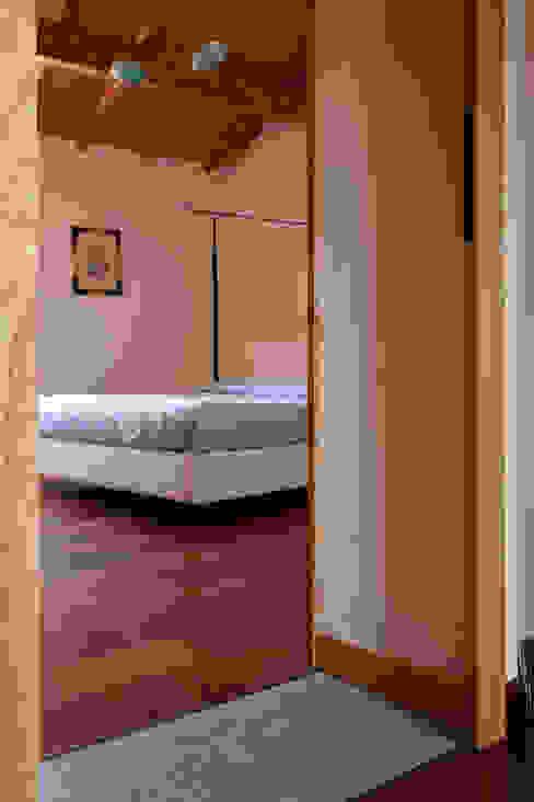 غرفة نوم تنفيذ Studio di Architettura Ortu Pillola e Associati, بحر أبيض متوسط خشب Wood effect