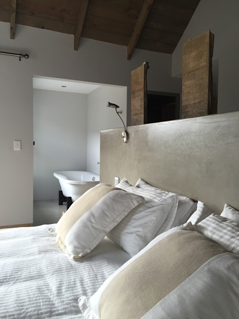 House Nieuwoudt Architects Country style bedroom White