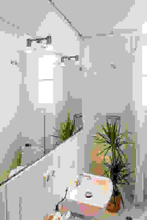 Bathroom Modern Bathroom by Markham Stagers Modern