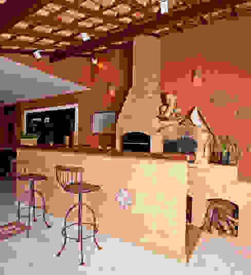 Rustic style balcony, veranda & terrace by Andréa Spelzon Interiores Rustic