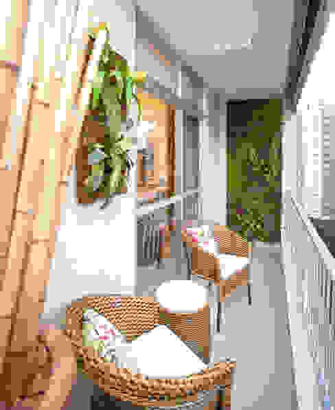 Andréa Spelzon Interiores Balcone, Veranda & Terrazza in stile moderno