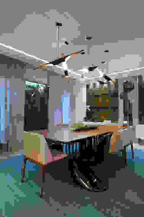 Confira este ambiente vencedor de dois Prêmios O Globo (criatividade e iluminação)! Salas de jantar modernas por Andréa Spelzon Interiores Moderno