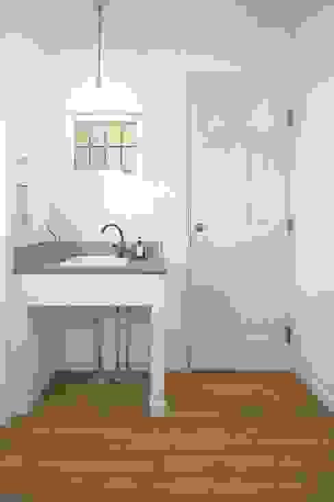 Scandinavian style bathroom by ジャストの家 Scandinavian