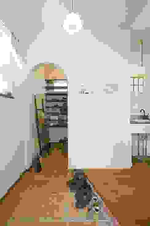 스칸디나비아 복도, 현관 & 계단 by ジャストの家 북유럽