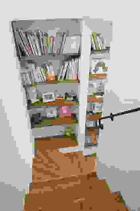 Scandinavian style corridor, hallway& stairs by ジャストの家 Scandinavian