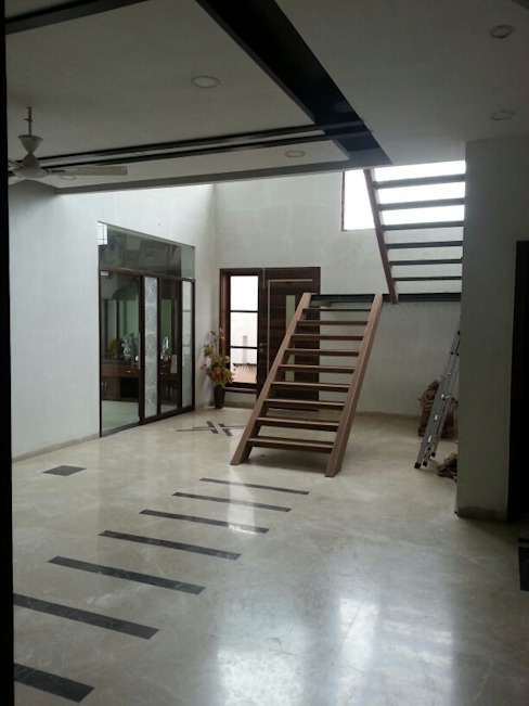 Residential interiors Modern corridor, hallway & stairs by Ingenious Modern