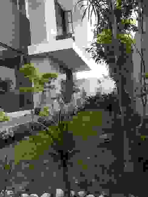 Residential interiors Modern garden by Ingenious Modern