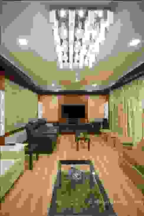 Hirawats House:  Media room by ARK Architects & Interior Designers