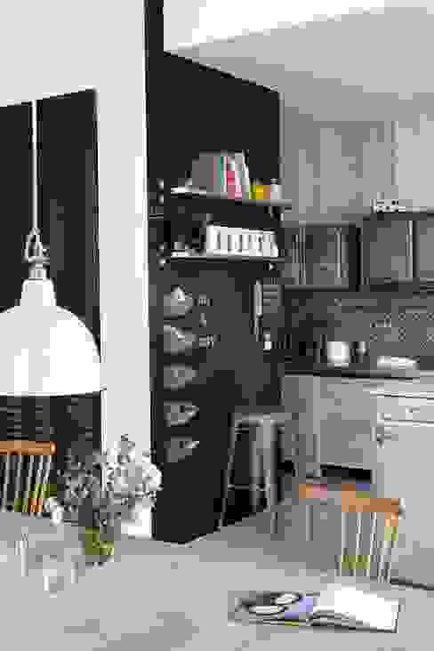 Nhà bếp phong cách công nghiệp bởi Design for Love Công nghiệp