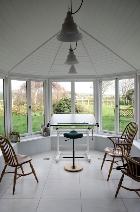 Sussex Cottage Зимний сад в стиле модерн от Tim Jasper Модерн