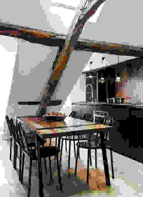 Phòng ăn phong cách công nghiệp bởi Design for Love Công nghiệp