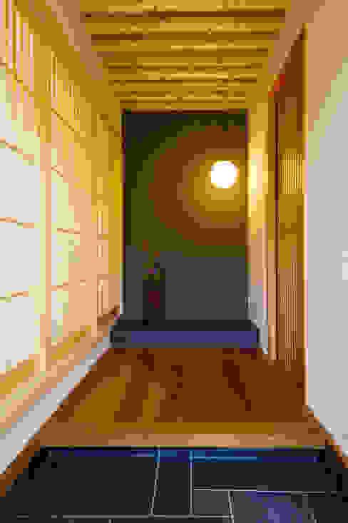 玄関 SQOOL一級建築士事務所 オリジナルスタイルの 玄関&廊下&階段