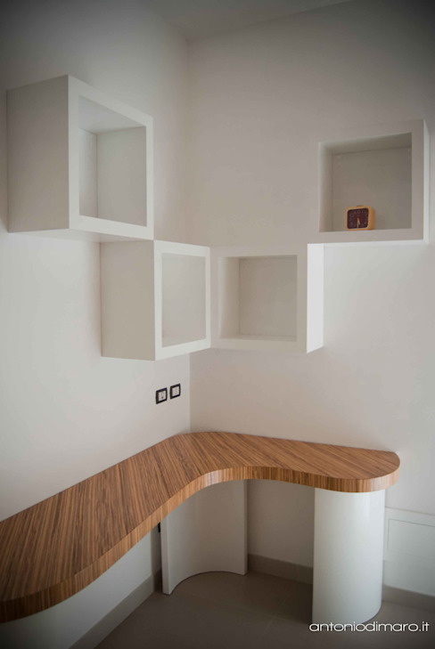 scrivania design by antoniodimaro & partners di homify Minimalista