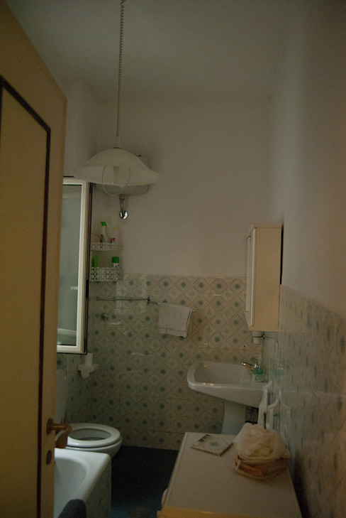 bagno pre-trasformazione antoniodimaro + Partners Bagno minimalista