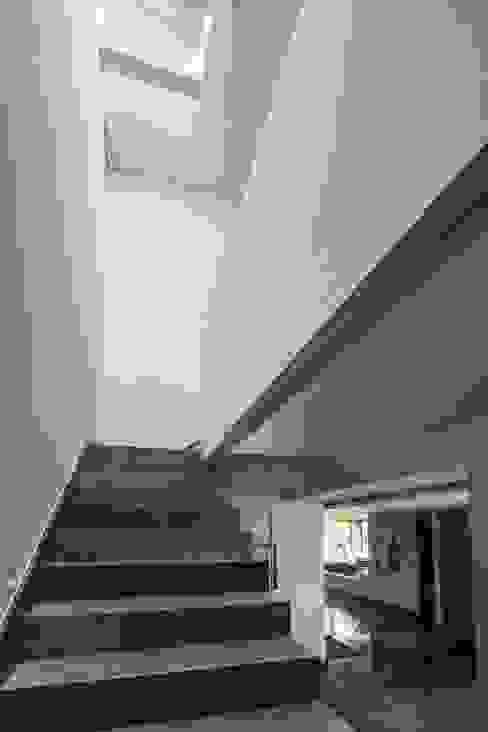 Minimalistische gangen, hallen & trappenhuizen van URBN Minimalistisch