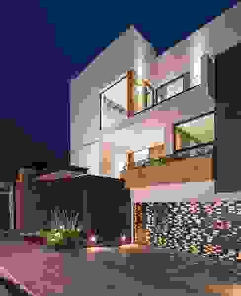 Fachada principal Casas minimalistas de URBN Minimalista