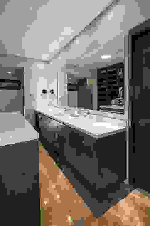 Baño Baños modernos de URBN Moderno