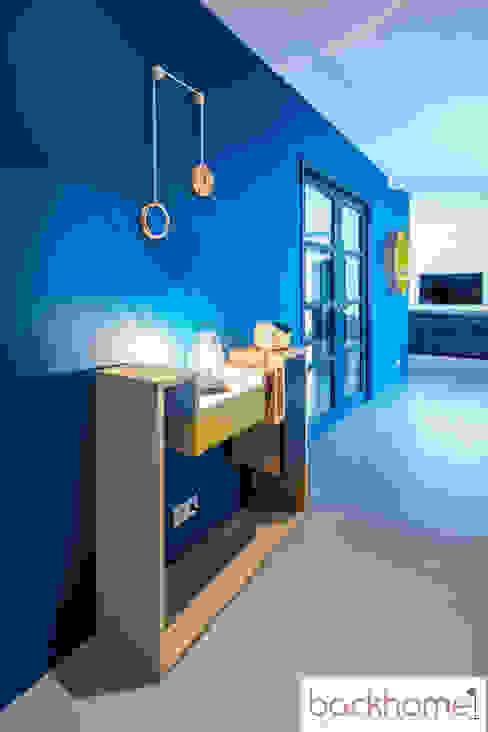 accompagnement à la construction et décoration d'une maison de 250m2 Backhome Couloir, entrée, escaliers modernes Bleu