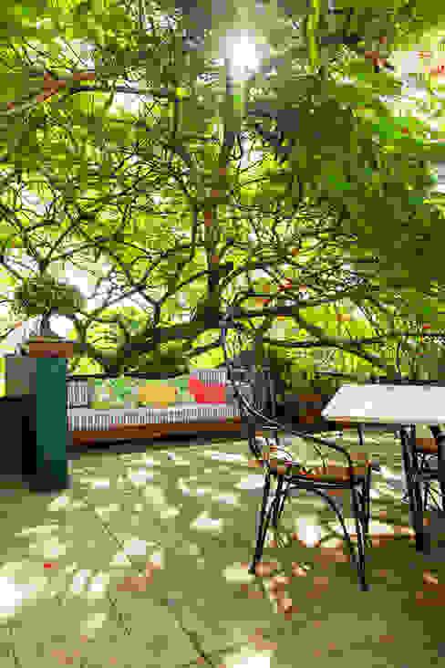 Modern balcony, veranda & terrace by Stemmer Rodrigues Modern
